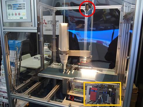 医薬品製造に対応する産業用ロボット「MELFA Fシリーズ」のデモ
