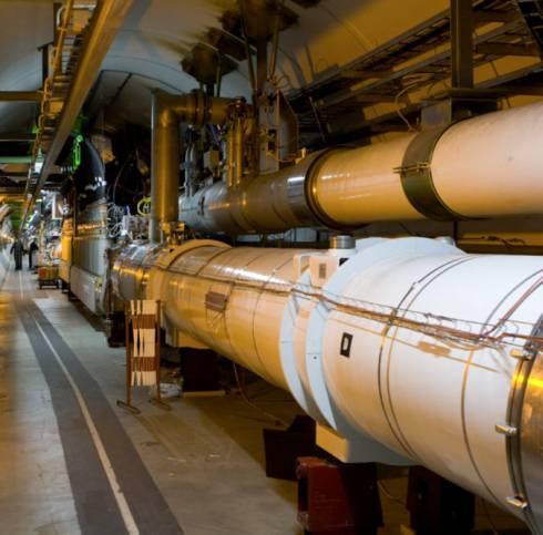 CERNの大型ハドロン衝突型加速器