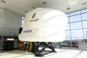 ホンダジェットトレーニングセンター内に設置されたフライトシミュレータ