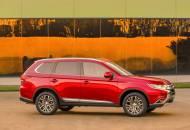 大幅改良した中型SUV「アウトランダー」の外観