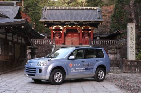 日産自動車の燃料電池車の実証試験車「X-TRAIL FCV」