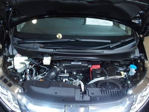 新型「ステップワゴン」のエンジンルーム