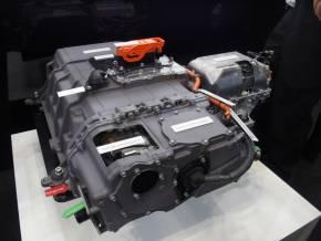 燃料電池セルスタックと昇圧コンバータの一体モジュール