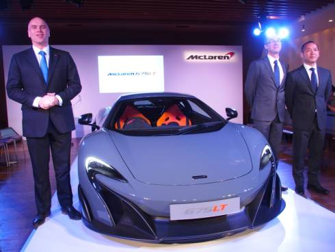 「McLaren 675LT」とマクラーレン・オートモーティブの会見出席者