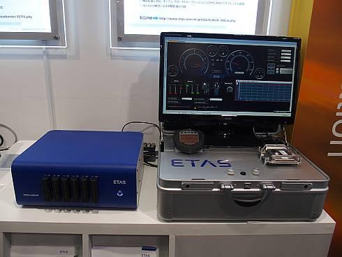 「DESK-LABCAR」と二輪車のエンジン制御ECUを使ったデモ