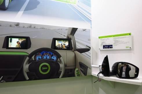 ヴァレオが展示したサイドミラーを車載カメラとディスプレイに置き換えるシステム
