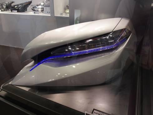 小糸製作所が展示したレーザーを光源とするヘッドランプのコンセプトモデル