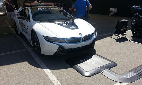 フォーミュラEのセーフティカーの「BMW i8」はワイヤレス給電に対応している