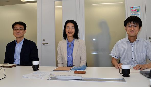 左から、日本充電サービスの山田耕一郎氏、羽野真美氏、村田竜一氏