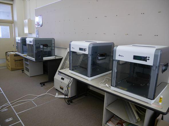 XYZプリンティングジャパンより提供された「ダヴィンチ1.0A」 4台