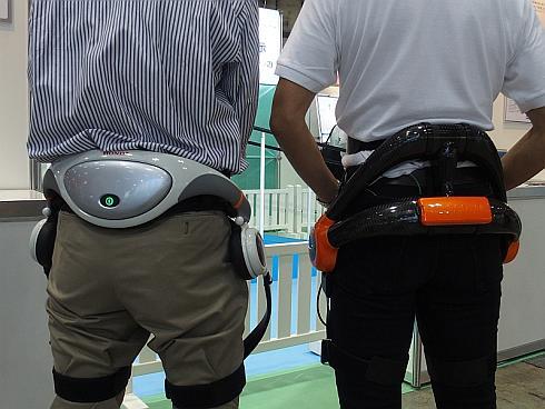 ホンダの「歩行アシスト」(左)とサイバーダイン「HAL」の作業支援用腰タイプ(右)