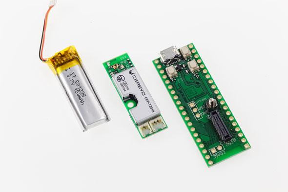 リチウムイオン電池(左)、「BlueNinja」(中)、ブレイクアウトボード(右)