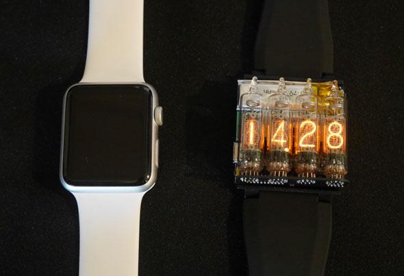 「BlueNinja」の活用例として製作された腕時計(右)