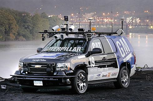 「DARPAアーバンチャレンジ」で優勝したカーネギーメロン大学のチームTartan Racingの車両「Boss」