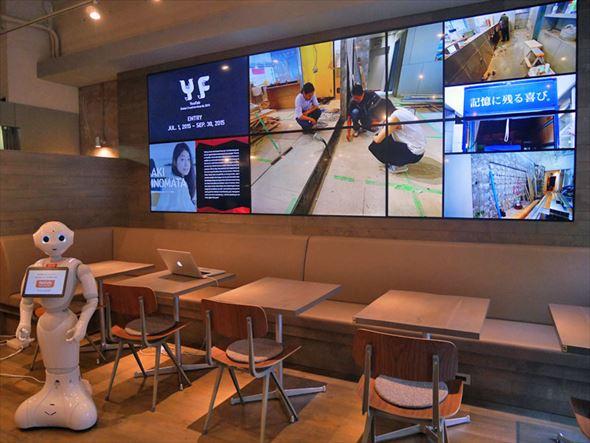 新しくなったFabCafe Tokyo店内。壁には大きなマルチディスプレイが