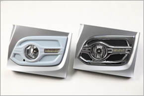 ホンダアクセスが製造したフォグランプの3Dプリントモデル(左)と量産品(右)