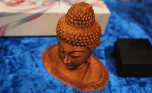 銅質フィラメントで出力した仏像。かなり輝いていました