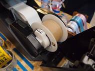 紙管を本体にセット