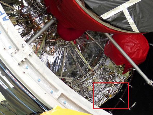 第2段エンジンの右下に見えるのがリテンション用のノズル(赤枠)