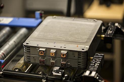 電池セル8個から成る新しい電池モジュール