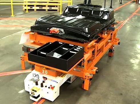 車両の床下に設置されるリチウムイオン電池パックのサイズは従来とほぼ変わっていない