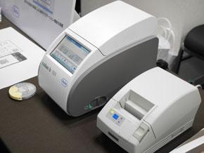 ロシュ・ダイアグノスティックスの血液検査機「コバス b101」