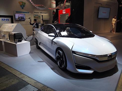 燃料電池車のコンセプトカー「Honda FCV CONCEPT」と接続された「Power Exporter 9000」