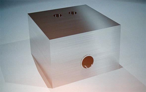 アルミの熱交換機を用いた「ジェネレーティブデザイン」の解説。人間が設計するとこのような器具になるが……