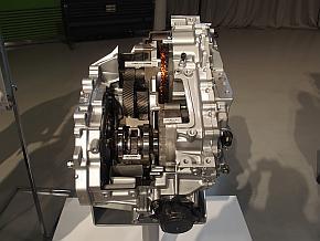新型「プリウス」のトランスアクスルのカットモデル