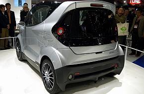「東京モーターショー2013」で披露した小型四輪車「MOTIV」の外観