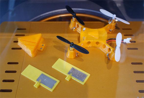 """日本初上陸となる3Dプリンタ「Voxel8」で出力したドローン。Voxel8は樹脂と合わせて""""電子回路""""を印刷することができる"""