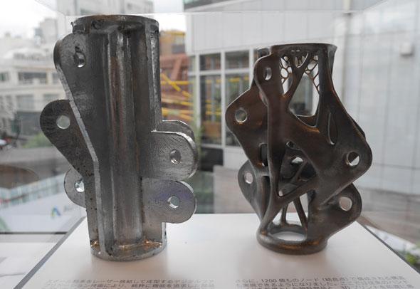 通常設計(左)とジェネレーティブデザイン設計による比較(右)。右の方が有機的で、極限まで軽量化されたデザインだということがよく分かる