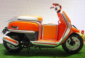 四輪車「ハスラー」のデザインを二輪車に生かした「HUSTLER SCOOT(ハスラースクート)」