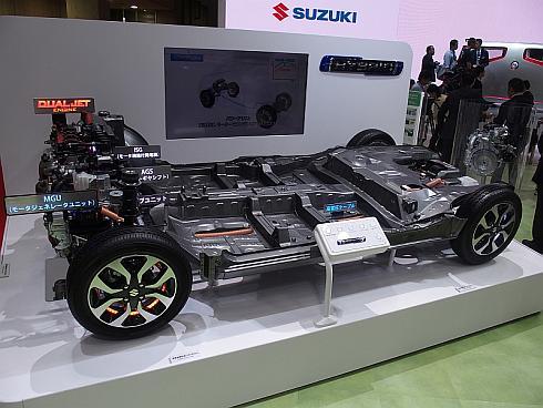 スズキが同時開発したフルハイブリッドシステムの展示