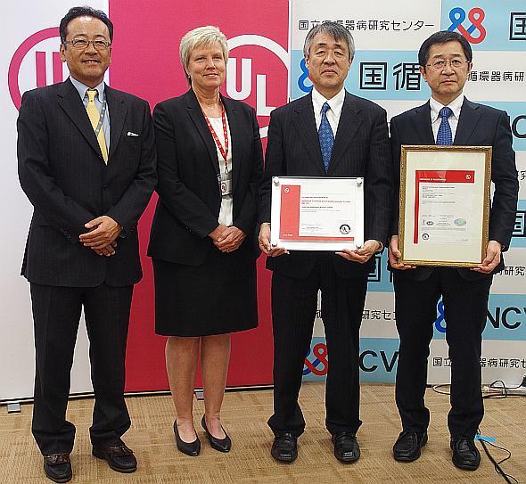 左から、UL Japanの山上英彦氏、米国本社ULの認証監査の担当者、国立循環器病研究センターの妙中義之氏、巽英介氏