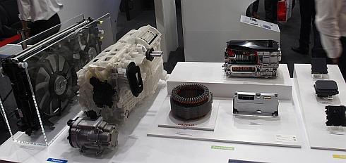 デンソーが展示した新型「プリウス」の採用部品