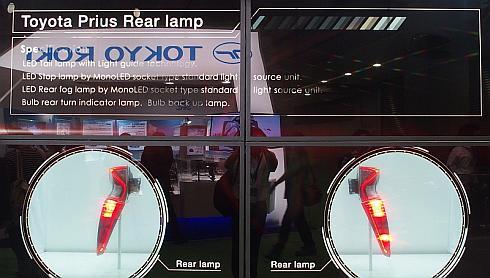 市光工業が展示した新型「プリウス」のリヤコンビネーションランプ