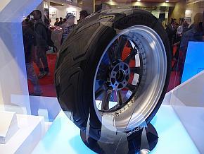日本グッドイヤーの発電するタイヤ「BH-03」
