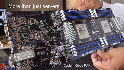 Photo11 「ThunderX」には何モデルかあるが、基本は最大48コア・2.5GHz駆動のCavium独自コアにさまざまな周辺回路を組み合わせたものとなっている