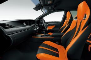 「GS F」の内装。カラーはブラック&アクセントオレンジ