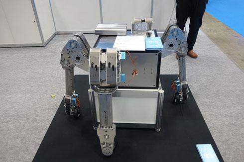 海内工業とkarakuri productsが開発している多脚ロボット(の脚部)