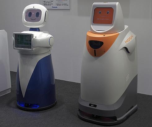 パナソニックのコミュニケーションロボット「HOSPI-Rimo」(左)と、基になった自律搬送ロボット「HOSPI」(右)
