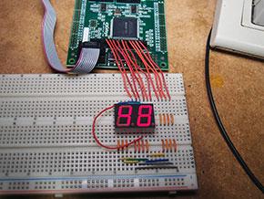 Photo02 配線はやや複雑化した。LEDの裏にも1本配線を通している