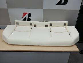 新型「プリウス」に採用された後部座席用シートパッド