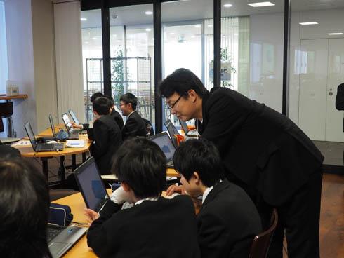 初めて3Dモデリングに挑戦する生徒たち