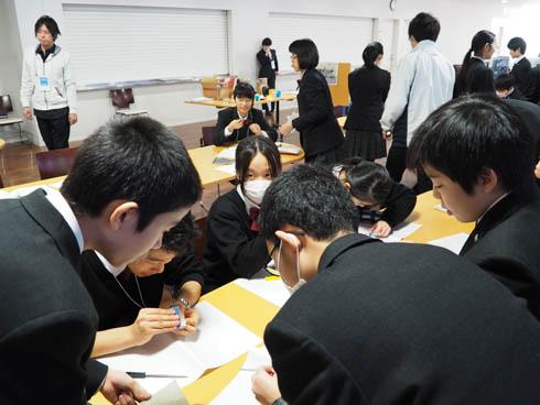 夢中でカスタムする生徒たち