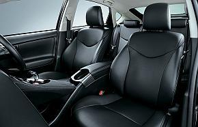 トヨタ自動車の「プリウスPHV」の内装