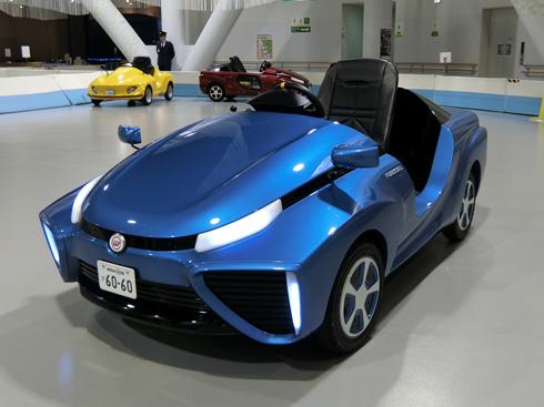運転免許なしで運転できる子ども用燃料電池車「FC-PIUS」