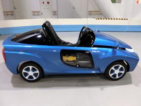 車体側方に水素タンクと燃料電池セルスタックを搭載
