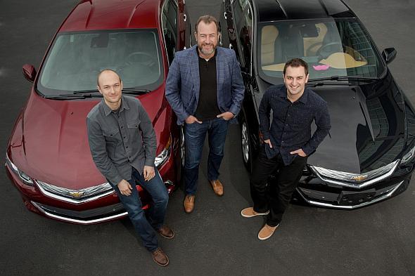 提携を発表するGMのDan Ammann氏(中央)と、リフトの共同創業者であるJohn Zimmer氏(右)、Logan Green氏(左)